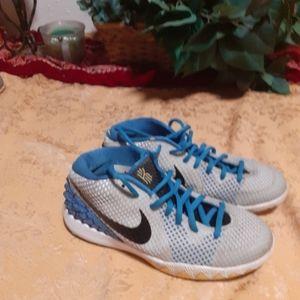 Nike tennis shoes. Size 6